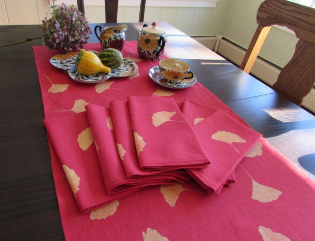 I finished a set of Gingko Table Linens. I silkscreened discharge onto red linen. This is a custom order for my dear friend Sally.